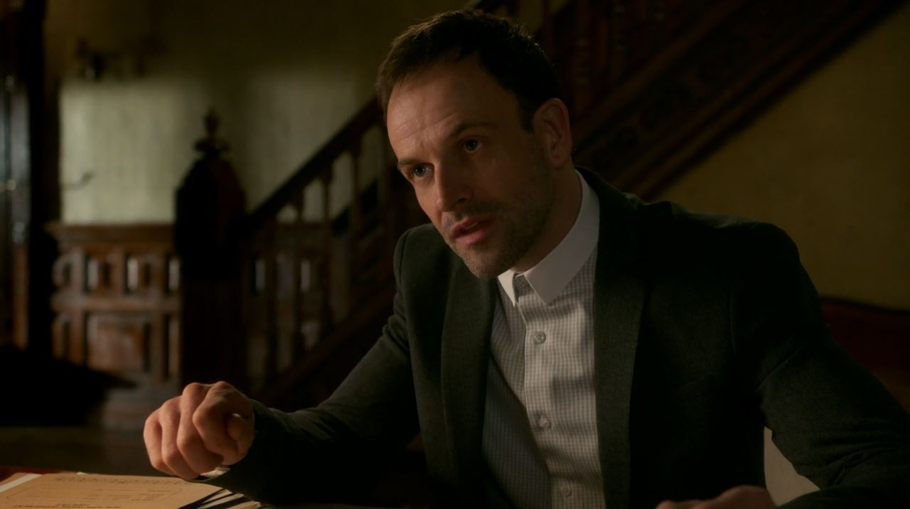 Jonny Lee Miller as Sherlock Holmes. Elementary S4Ep14 Who Is That Masked Man Review