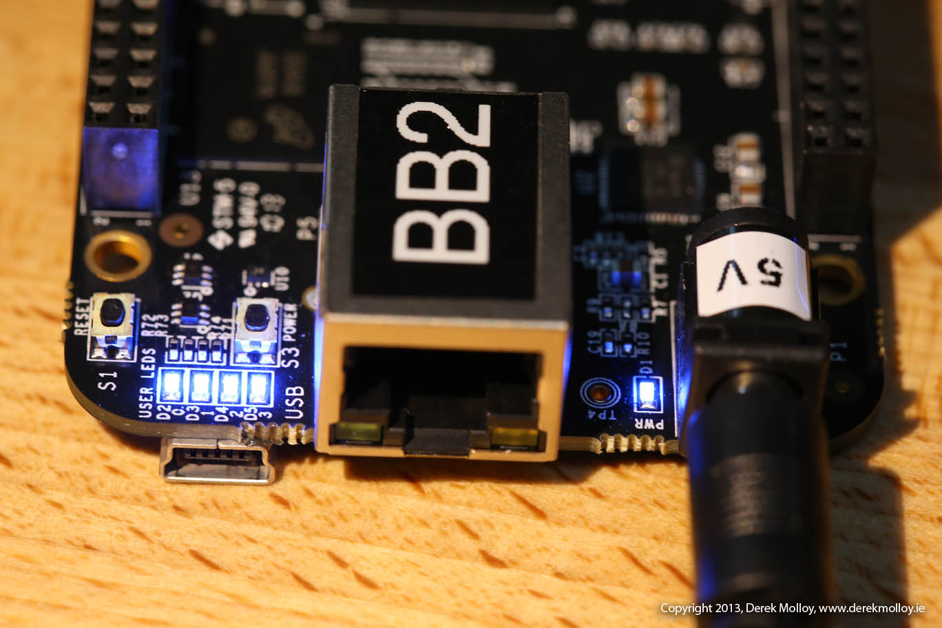 All 4 LEDs are on. Flashing your BeagleBone Black eMMC with Debian