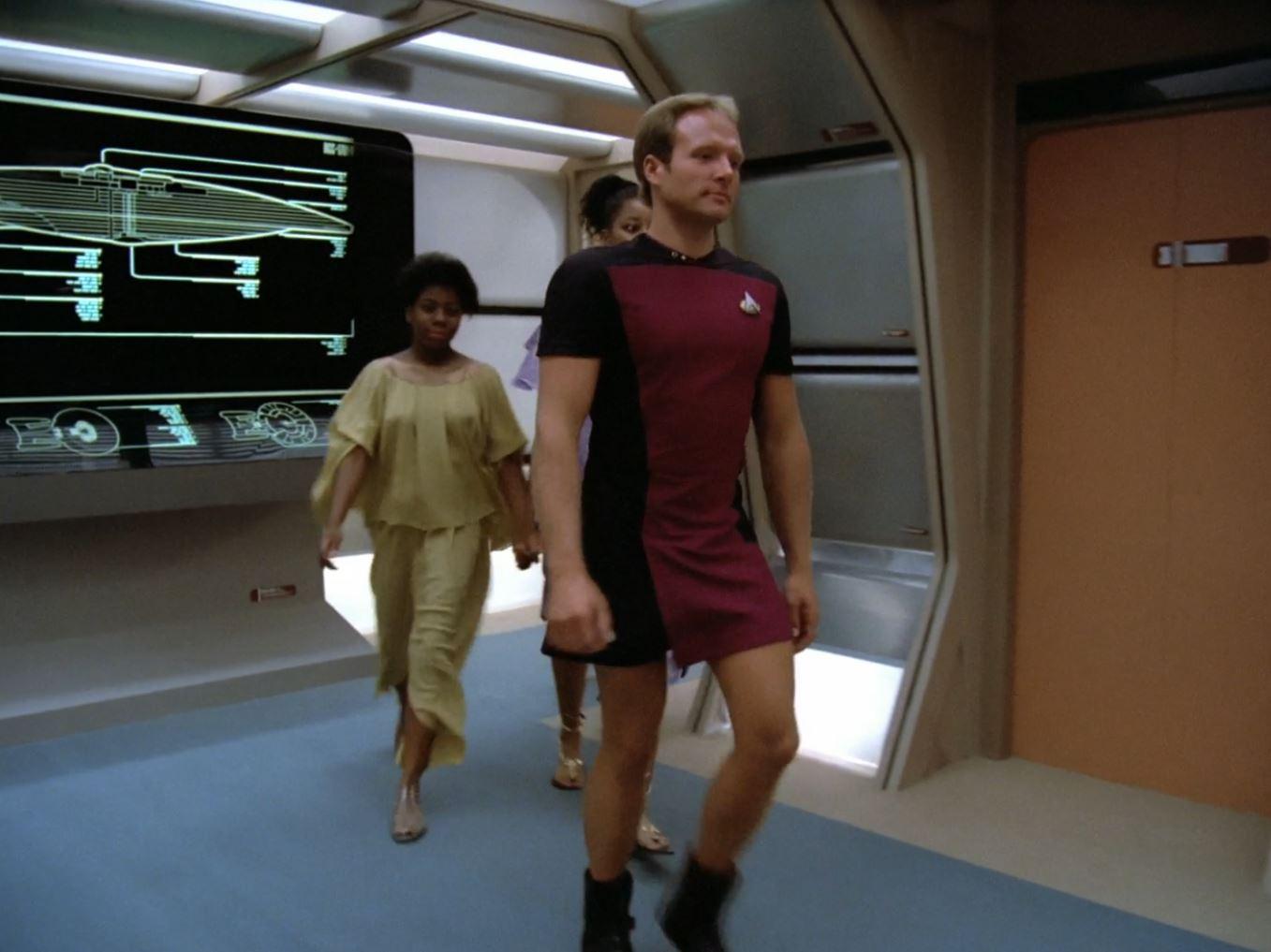 Star Trek The Next Generation A gentle Encounter Before Farpoint Man in Skirt