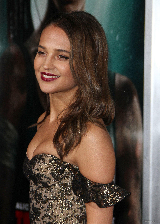 Alicia Vikander cleavage Tomb Raider premiere