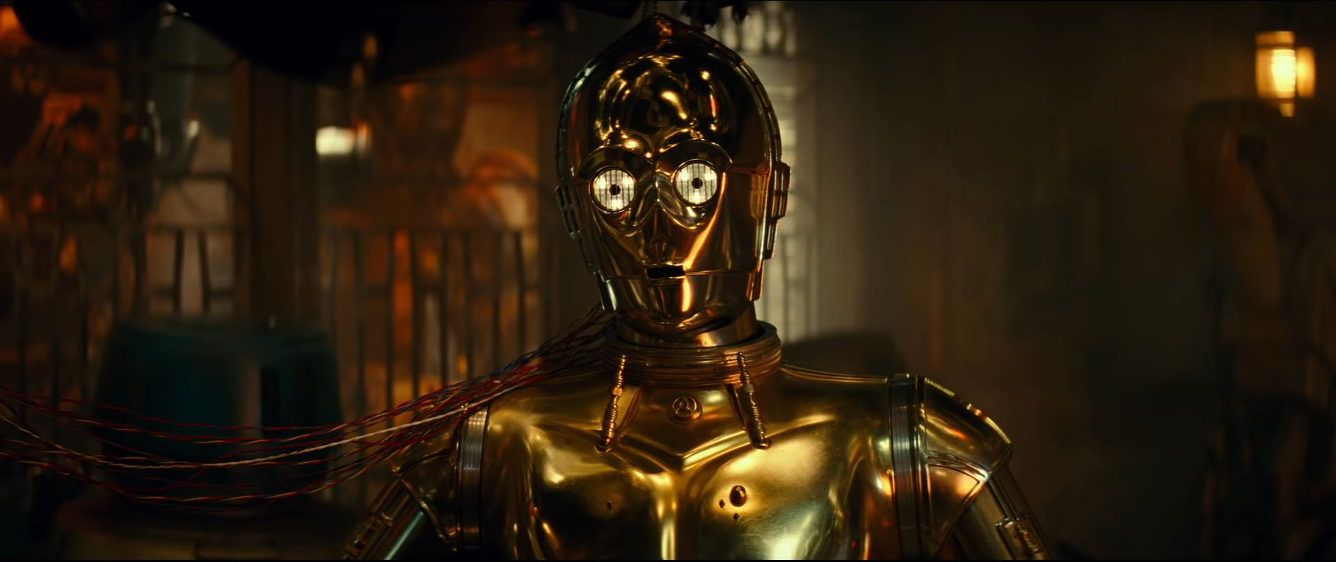 Anthony Daniels as C3PO in The Rise of Skywalker